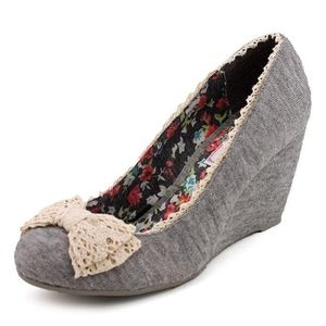 Adorable 7 1/2 Gray-Knit Wedges with Crocheted Bow